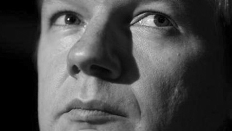 Giallo internazionale: il caso Assange, la sfida al Pentagono e i documenti proibiti