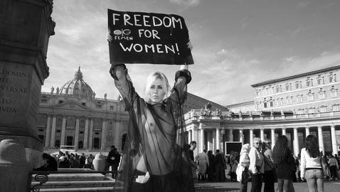 Nude a S.Pietro: scompiglio e proteste