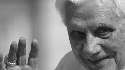 Meglio un discusso Ratzinger vivo che un glorioso Benedetto XVI morto