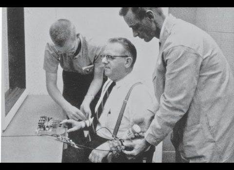 Esperimento Milgram, ovvero: infliggere dolore per testare il grado di obbendienza